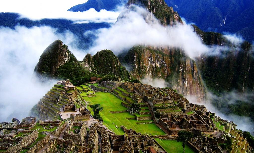 Machu-Picchu-On-Fog